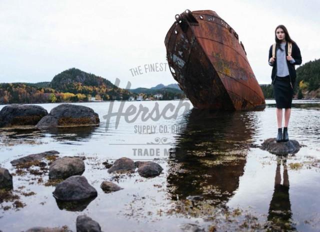 Herschel lifestyle boot en vrouw met rugzak